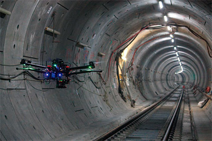 Vehículo aéreo realizando el escaneo 3D de un túnel en construcción (Hovering Solutions Ltd., Londres, Sept. 2016). Copyright protected by © Crossrail Ltd